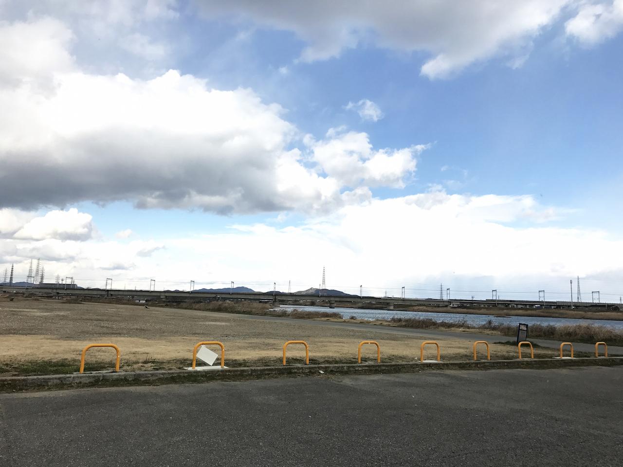 当日でもテニスできる!加古川の無料河川敷テニスコートは予約なしで使えるぞ