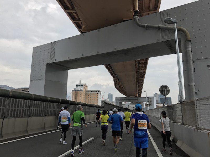 マラソン超初心者が神戸マラソン2016でフルマラソンを走破した結果が痛々しい