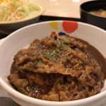 松屋でビーフシチューハンバーグ定食ゴハン大盛りを食べてきた